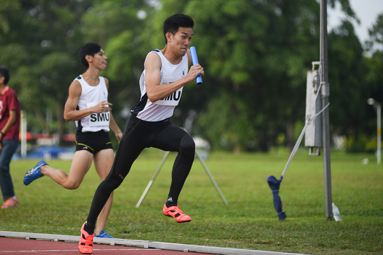 Jerrel Wang of SMU starting the third leg of the second men's 4x400m relay timed final. (Photo 29 © Stefanus Ian/Red Sports)