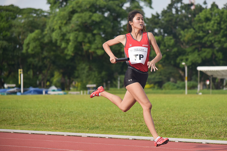 Clara Goh of TP running the second leg of the 4x400m relay. TP went on to finish with the silver. (Photo 7 © Iman Hashim/Red Sports)
