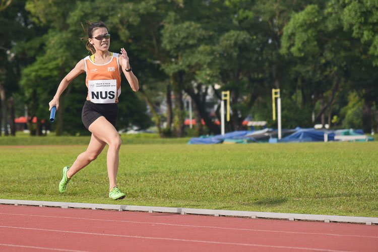 Rachel Ho of NUS on the third leg in the women's 4x400m relay final. (Photo 8 © Iman Hashim/Red Sports)