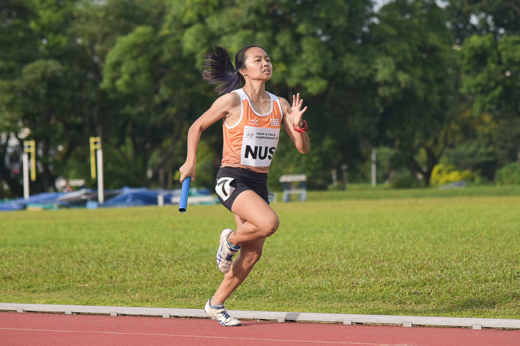 NUS anchor runner Celeste Goh brings the gold home (Photo 11 © Iman Hashim/Red Sports)