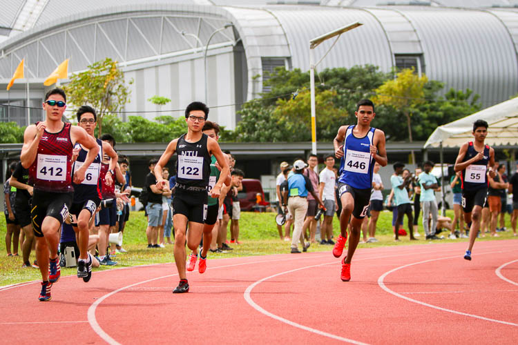 Athletes from various school competing in the second timed Men's 800m race. (Photo 1 © REDintern Young Tan)