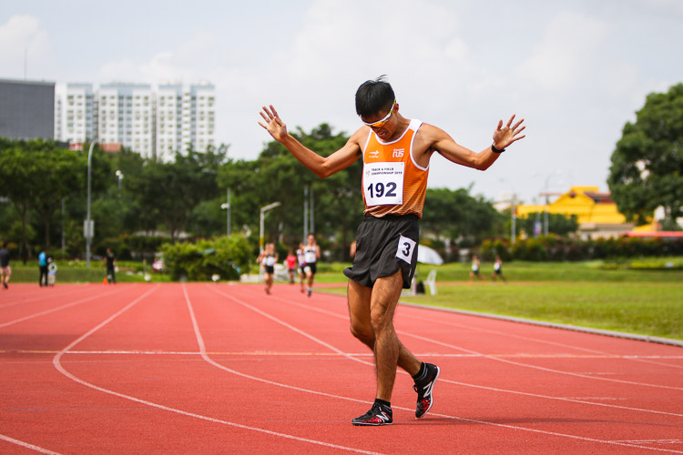 Tok Yin Pin reacting after coming in first the second timed Men's 800m final race. He clinched gold with a time of 2:01.36 (Photo 1 © REDintern Young Tan)