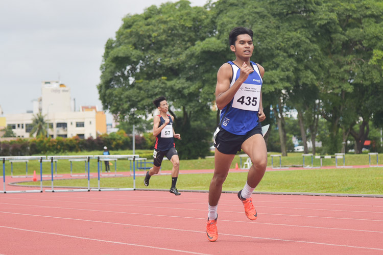 Hafiz bin Misnal (#435) clinched silver in the Men's 400m Hurdles race with a time of 59.71s. (Photo 1 © Iman Hashim/Red Sports)