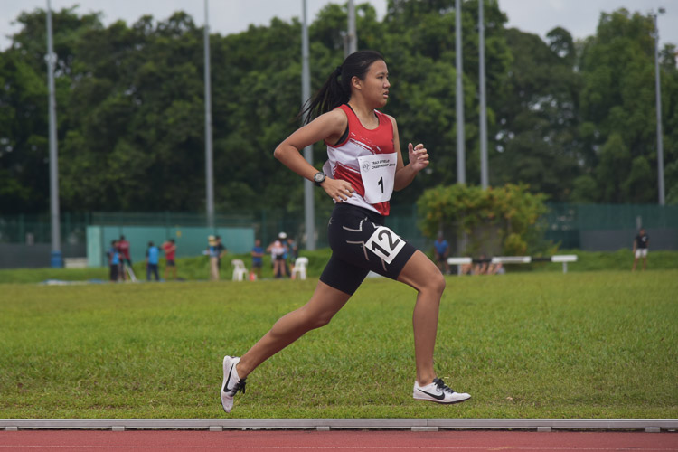 Charmaine Goh of ITE clinched bronze in the Women's 800m race with a time of 2:34.45. (Photo 1 © Iman Hashim/Red Sports)