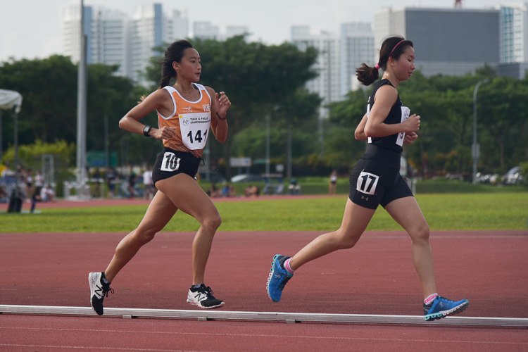Valerie Yong (#91) of NTU held the lead for the majority of the race but could not hold off Vanessa Lee (#141) who took the gold in the Women's 5000m race. (Photo 1 © Iman Hashim/Red Sports)