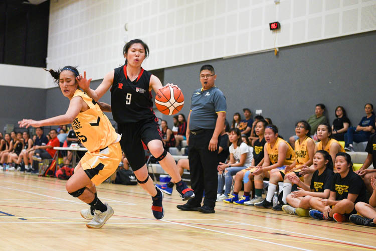 Amanda Lim (NTU #8) in action. NTU beat SP 63-44 to advance to the IVP Basketball Championship final. (Photo 7 © Iman Hashim/Red Sports)