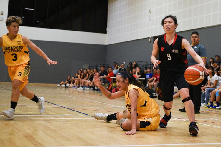 Amanda Lim (NTU #8) in action. NTU beat SP 63-44 to advance to the IVP Basketball Championship final. (Photo 8 © Iman Hashim/Red Sports)