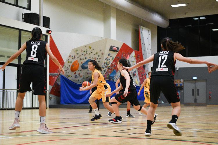 NTU beat SP 63-44 to advance to the IVP Basketball Championship final. (Photo 26 © Iman Hashim/Red Sports)