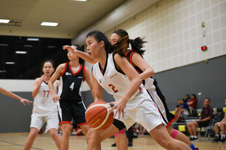 Joanne Lim (TP #2) drives in. SIT edged out TP 55-53 to move on to the IVP Basketball Championship final. (Photo 4 © Iman Hashim/Red Sports)