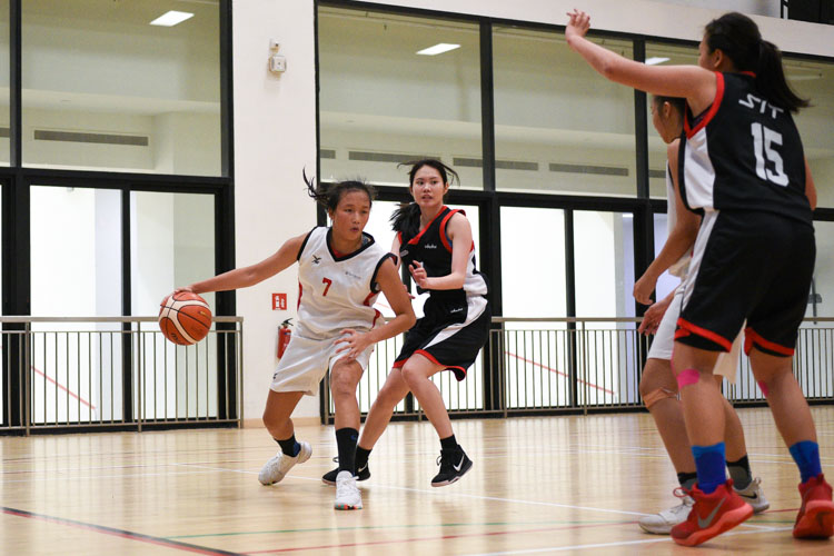 Carissa Chan (TP #7) in possession of the ball. SIT edged out TP 55-53 to move on to the IVP Basketball Championship final. (Photo 9 © Iman Hashim/Red Sports)
