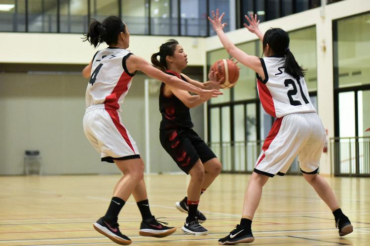 NTU beat SIT 61-34 to reclaim the IVP Women's Basketball Championsip title. (Photo 1 © Iman Hashim/Red Sports)