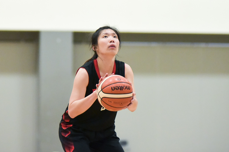 NTU captain Amanda Lim (#9) on stance for the free throw. NTU beat SIT 61-34 to reclaim the IVP Women's Basketball Championsip title. (Photo 2 © Iman Hashim/Red Sports)