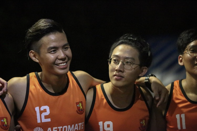 Toh Sin Yi (left) and Nigel Ong of Sheares Hall in a huddle. (Photo 16 © REDintern Young Tan)