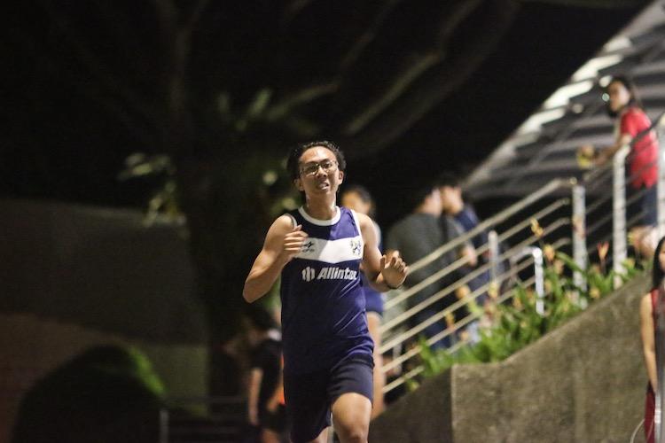 Timothy Homer Tsu running the third leg for Kent Ridge Hall in the men's race. (Photo 12 © REDintern Young Tan)