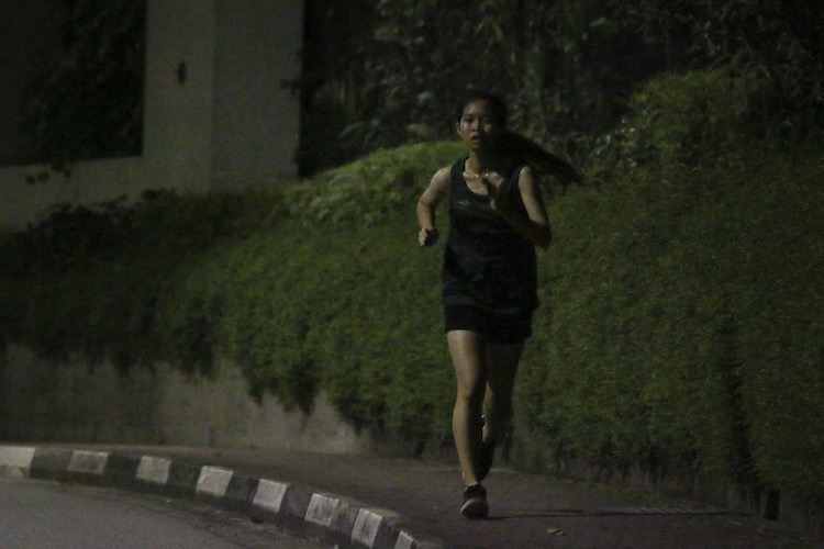 Felicia Tan running the fourth leg for Raffles Hall in the women's race. (Photo 14 © REDintern Young Tan)