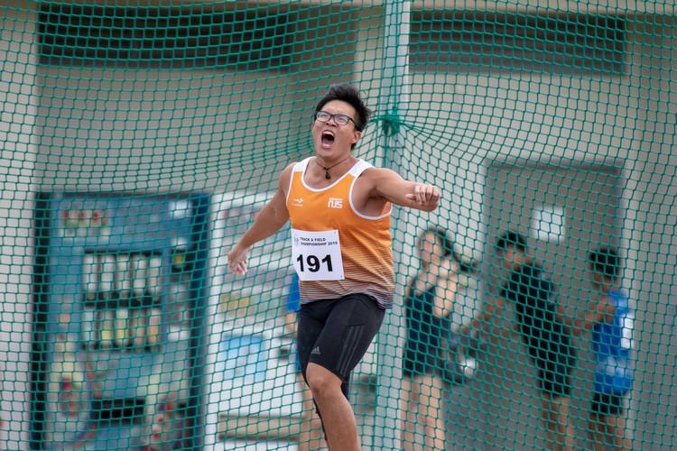 Tan Ting Jun of NUS celebrating after throwing the discus. (Photo 11 © Jared Khoo/REDintern)