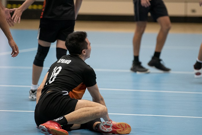 Galvin Lim (#18) quickly recovering after a heroic dive for the ball.(Photo 14 © REDintern Jared Khoo)
