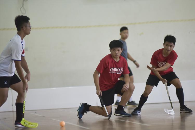 Catholic High players defending a Yusof Ishak free-hit. (Photo 1 © Iman Hashim/Red Sports)