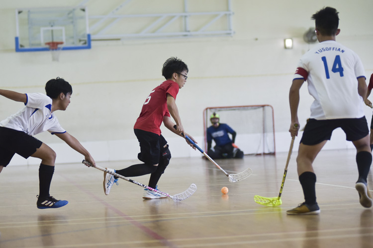 Catholic High swept past Yusof Ishak 18-2 to improve to a 4-0 win-loss record in the National B Division Floorball Championship. (Photo 1 © Iman Hashim/Red Sports)