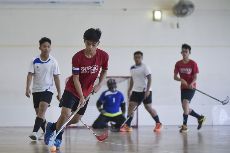CHS captain Alexander Lim (#4) bringing the ball across court. (Photo 1 © Iman Hashim/Red Sports)