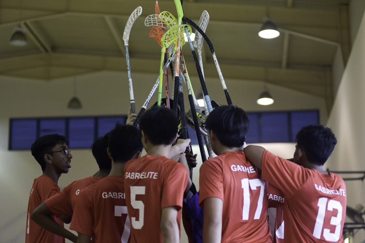 defender. St. Gabriel's Secondary beat St. Patrick's Secondary 17-1 to improve to a 2-1 win-loss record in the National B Division Floorball Championship. (Photo 20 © Iman Hashim/Red Sports)