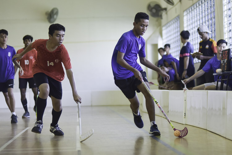 defender. St. Gabriel's Secondary beat St. Patrick's Secondary 17-1 to improve to a 2-1 win-loss record in the National B Division Floorball Championship. (Photo 1 © Iman Hashim/Red Sports)