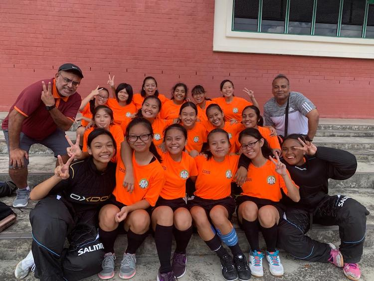 The Chua Chu Kang Secondary School's Girl's Floorball team posing for a team photo (Photo 1 by reader)