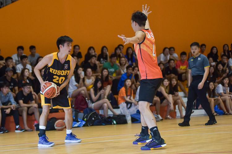 Richard Tan (EH #20) looks for options. (Photo 8 © Iman Hashim/Red Sports)