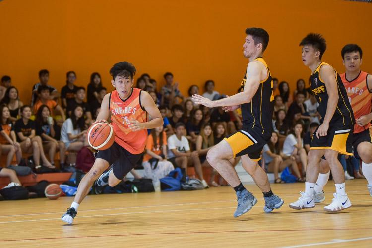 Zhuang Bao Kun (SH #75) drives in. (Photo 13 © Iman Hashim/Red Sports)