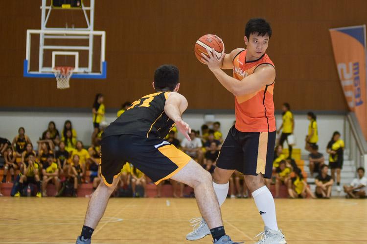 Tan Reng Tian (SH #9) maintains possession. (Photo 15 © Iman Hashim/Red Sports)
