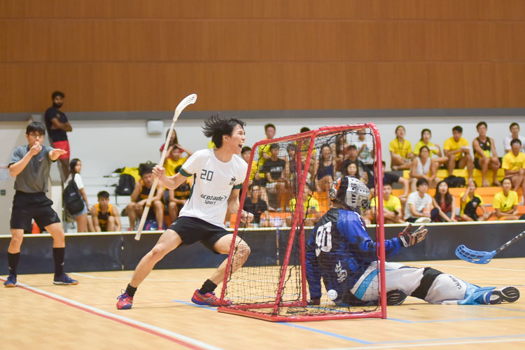 Lim You Xuan (TH #20) rejoices after scoring Temasek's fourth goal to even out the game at 4-4. (Photo 15 © Iman Hashim/Red Sports)