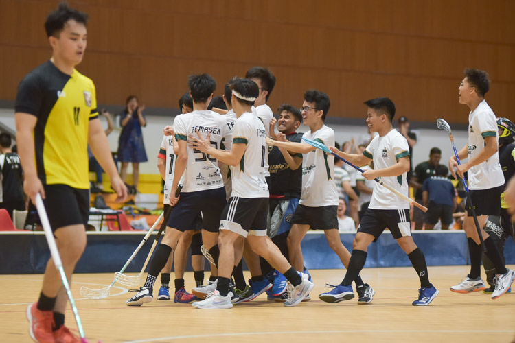 The Temasek team celebrating their equaliser in the final period. (Photo 17 © Iman Hashim/Red Sports)