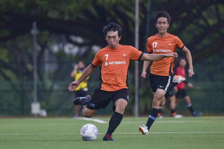 Chiang Ken Ji (SH #7) crosses into the box. (Photo 12 © Iman Hashim/Red Sports)