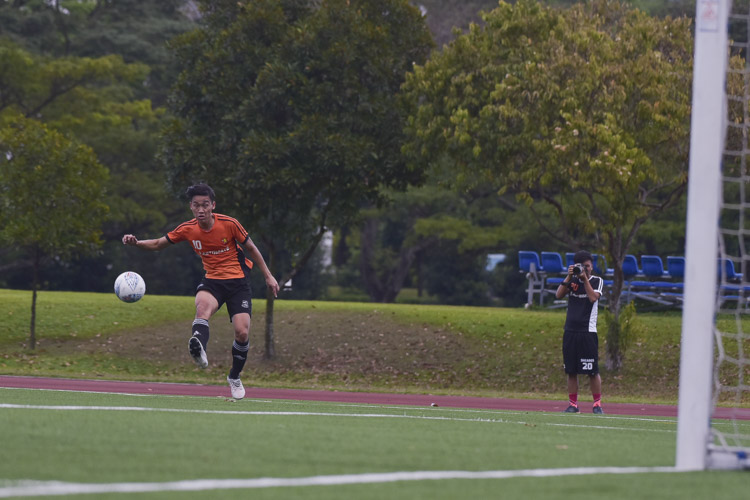 Jonathan Lim (SH #10) curls a shot which went wide of the post. (Photo 13 © Iman Hashim/Red Sports)
