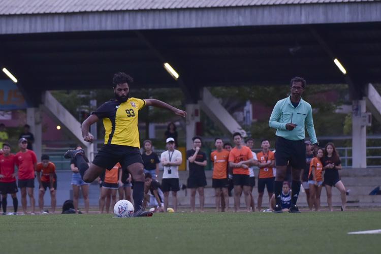 S Nandhakumar Pillai (EH #93) scores Eusoff's second penalty in the shootout. (Photo 22 © Iman Hashim/Red Sports)
