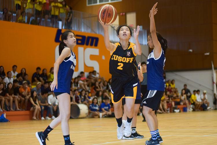 Tay Jin Wen (EH #2) eyes the basket. (Photo 5 © Iman Hashim/Red Sports)