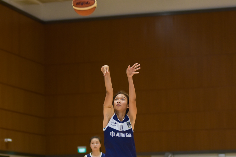 Freda Chua (KR #12) on the free-throw. She scored 11 points for Kent Ridge in the final. (Photo 14 © Iman Hashim/Red Sports)