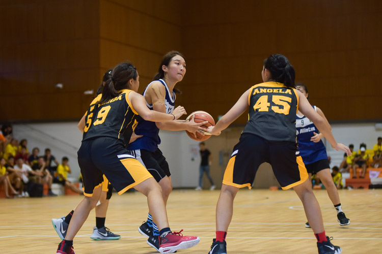Freda Chua (KR #12) gets double-teamed. (Photo 20 © Iman Hashim/Red Sports)