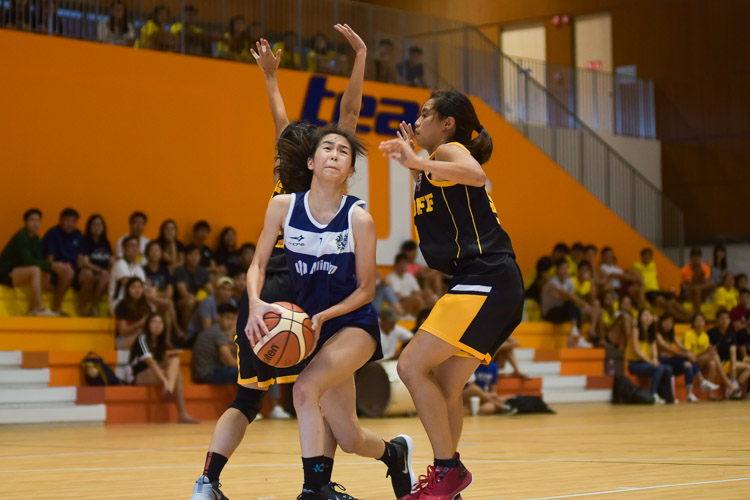 Lee Xin Ru (KR #7) finds her way to the basket. She scored a game-high 14 points in the final. (Photo 21 © Iman Hashim/Red Sports)