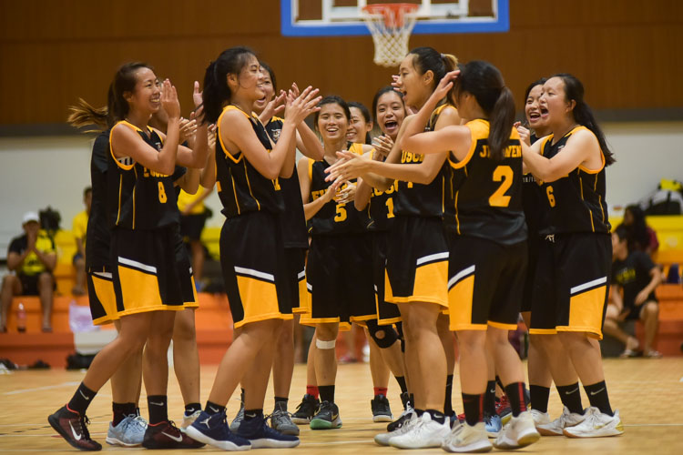 The Eusoff team singing a birthday song right after the game ended. (Photo 26 © Iman Hashim/Red Sports)