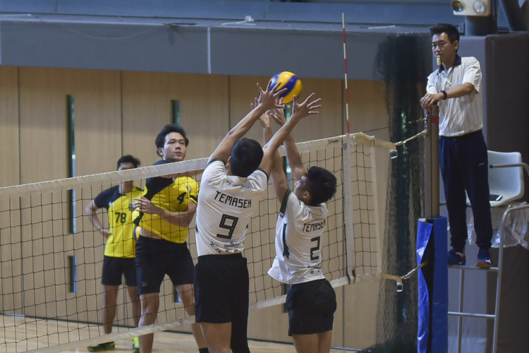 Darius Seow (TH #9) and Paul Tan (TH #2) blocking the spike from Tan Wei Xiang (EH #4). (Photo 3 © Iman Hashim/Red Sports)