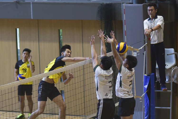 Eusoff Hall defeated Temasek Hall 3-1 (24-26, 25-21, 25-17, 25-18) to claim the IHG Volleyball title. (Photo 9 © Iman Hashim/Red Sports)