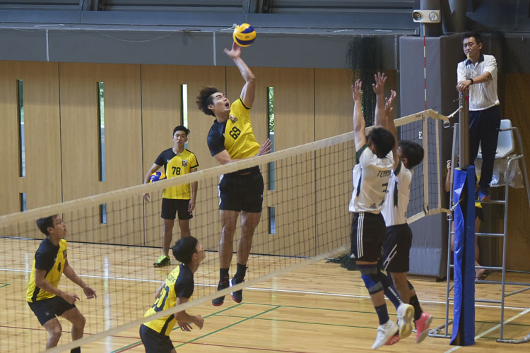 Eusoff Hall defeated Temasek Hall 3-1 (24-26, 25-21, 25-17, 25-18) to claim the IHG Volleyball title. (Photo 10 © Iman Hashim/Red Sports)