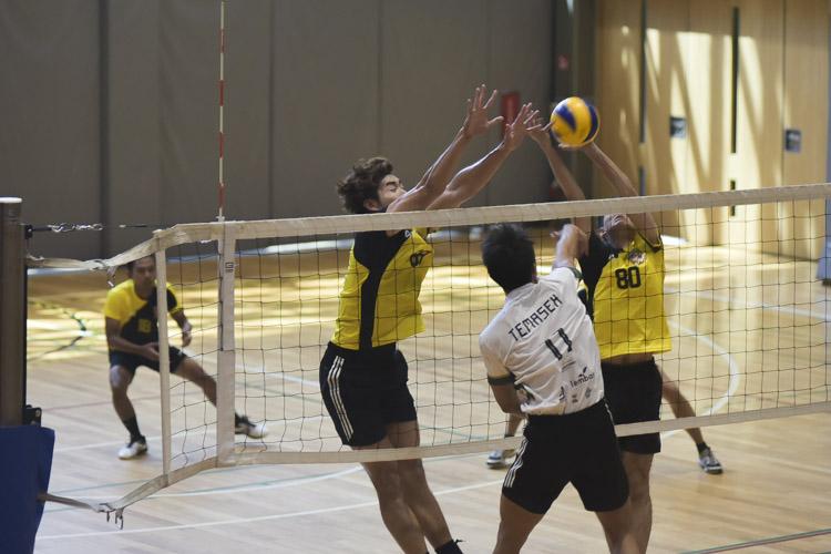Eusoff Hall defeated Temasek Hall 3-1 (24-26, 25-21, 25-17, 25-18) to claim the IHG Volleyball title. (Photo 13 © Iman Hashim/Red Sports)