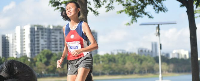 Tang Ler Shuan placed 13th in the U17 Girls' category to help Nan Hua High School win the Team championship. (Photo 2 © Iman Hashim/Red Sports)