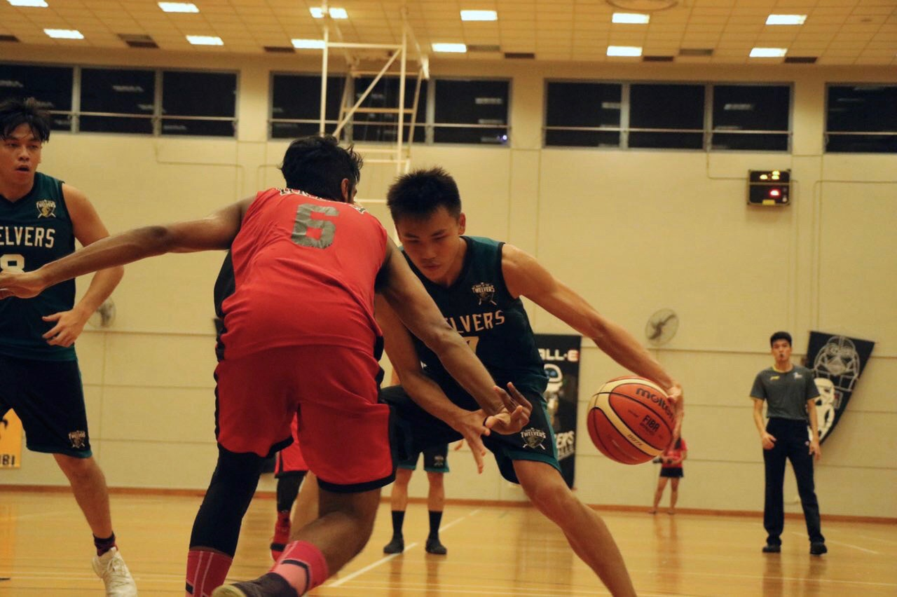 Ng Soon Seng (#7) of Hall 12 attempting to swerve through a defender.