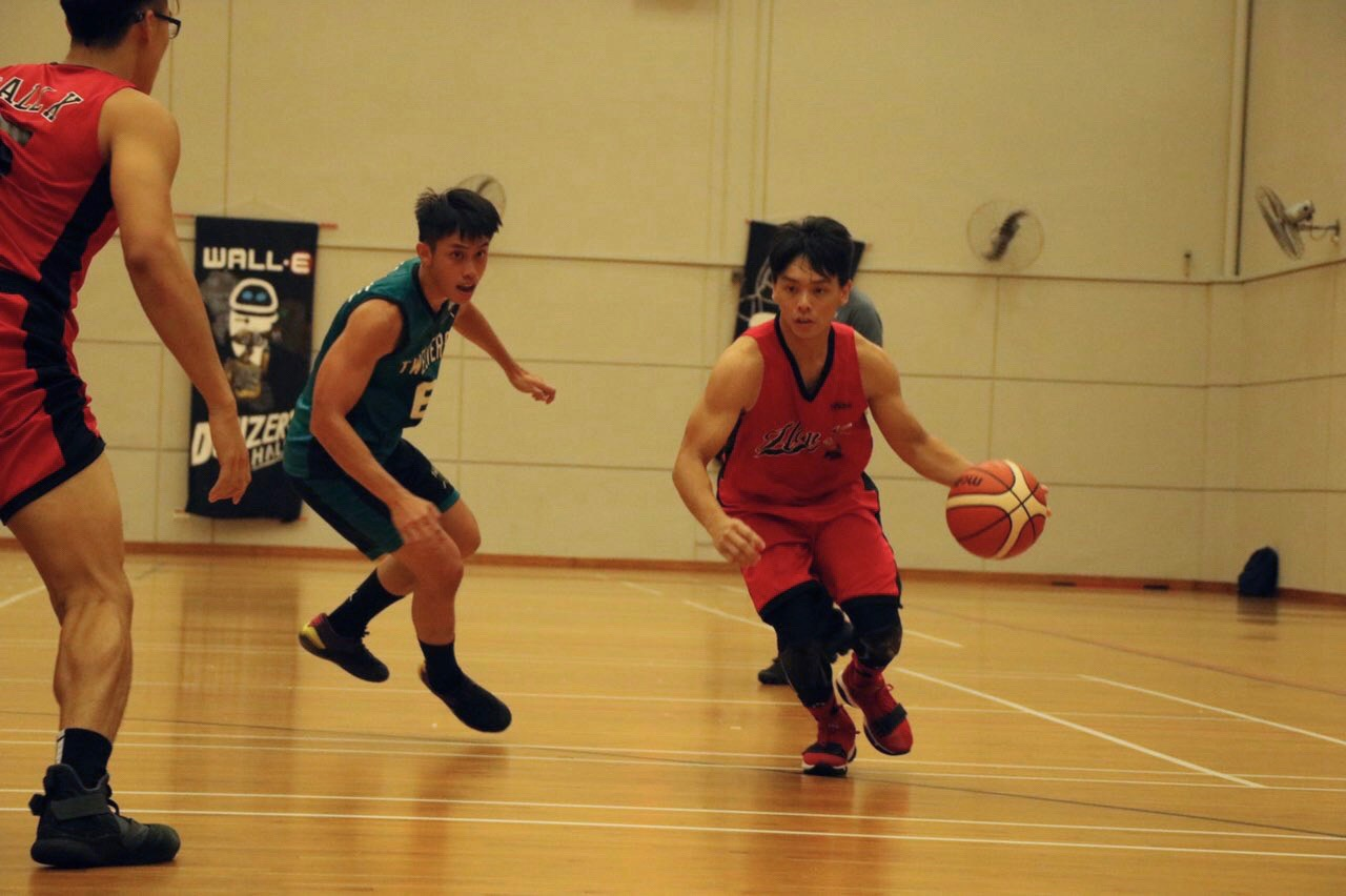 Sim Jia Hao (#4) dribbles past defender and then proceeds to make a shot for the team.