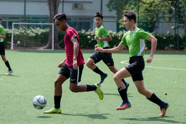 One of SGS player dribbling past Orchird Park's Elfiyan (#7) and Puo Xuen (#18). (Photo 3 © Jared Khoo/REDintern)