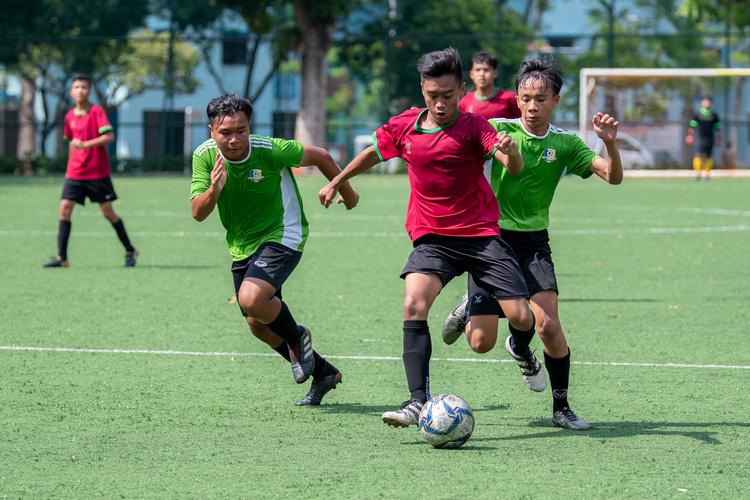 Mhd Taufiq Bin Erwan (#9) of SGS dribbles past (left to right) Aaran Raja (#5) and Mhd Izwan (#10) of OPSS. (Photo 6 © Jared Khoo/REDintern)
