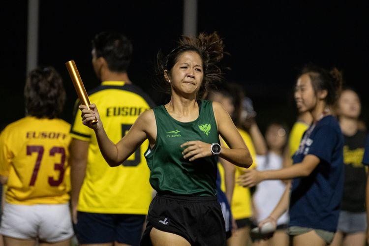 Priscilla Mun running the last leg for Raffles Hall in the Women's 4x400m relay. (Photo 9 © REDintern Jared Khoo)